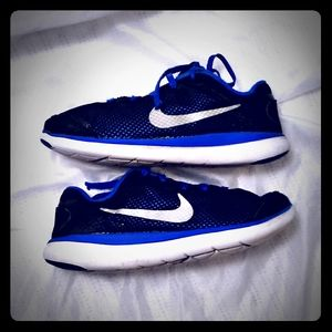 Nike Black & Blue Flex Run Sneakers sz 3y